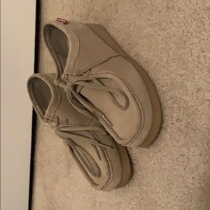 Clark's Padmora shoes